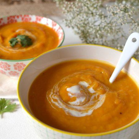 Velouté crémeux de patates douces et carottes au lait de coco et épices