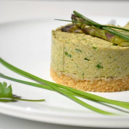 Cheesecake aux asperges et à la ciboulette