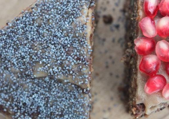 Gâteau pavot et noix, nappage au caramel de datte