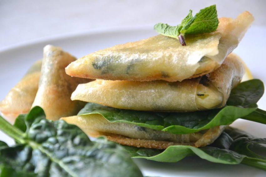 Samossas végétaux aux épinards, pommes de terre, menthe et citron