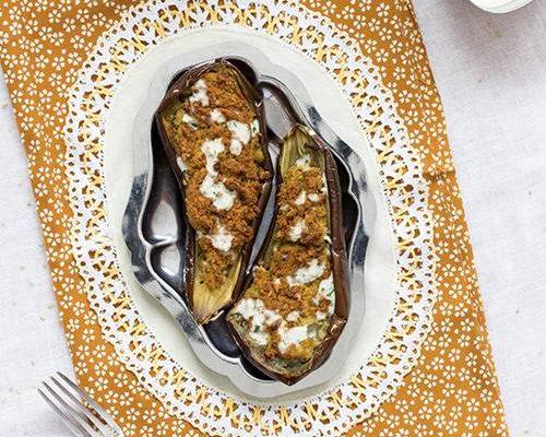 Aubergines farcies aux falafels et sauce au sésame