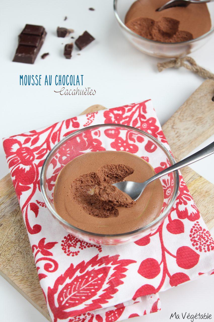 Mousse au chocolat, sauce cacahuètes