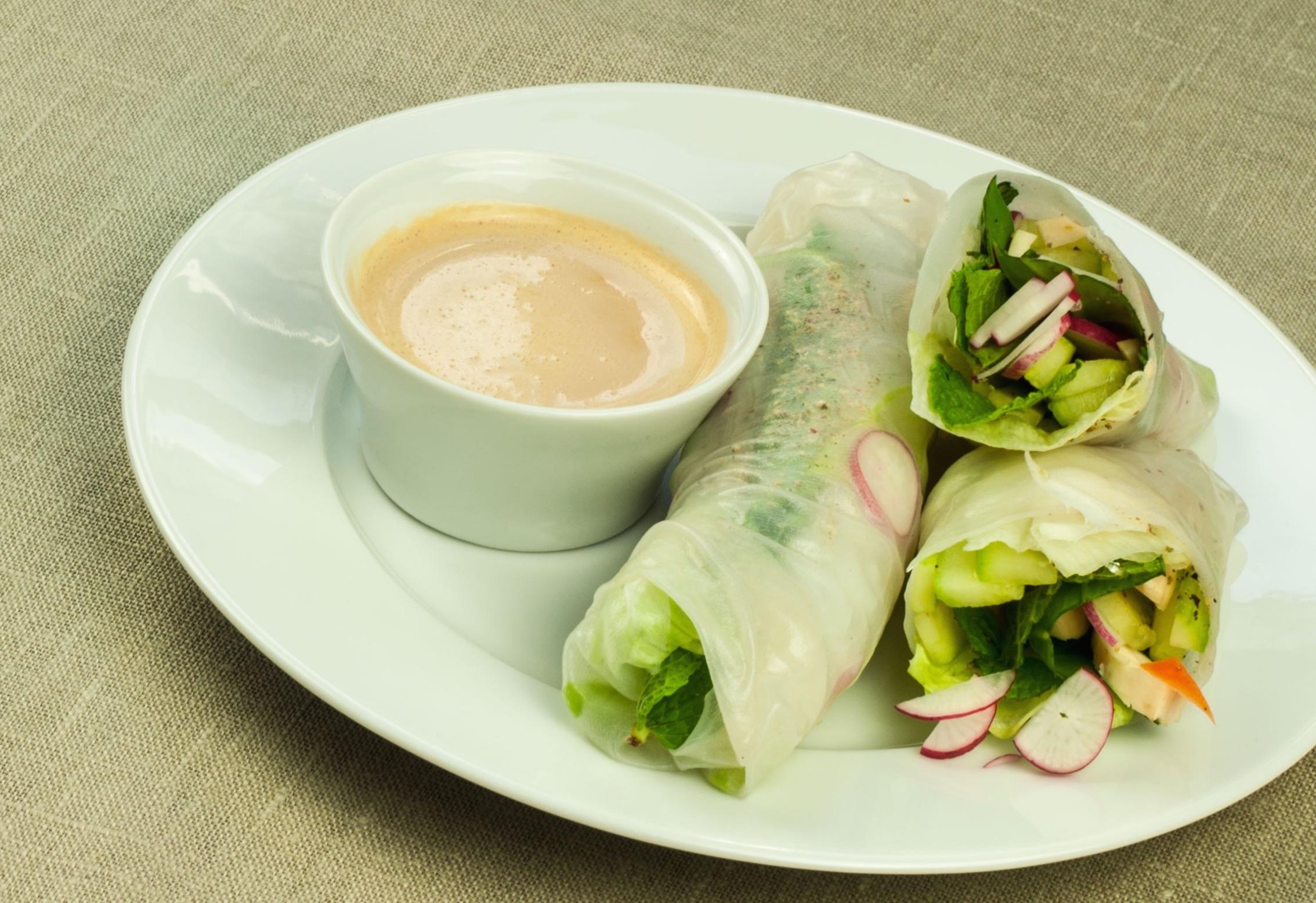 Rouleaux de printemps frais avec sauce au tahin 1 2 3 - Comment cuisiner les germes de soja frais ...