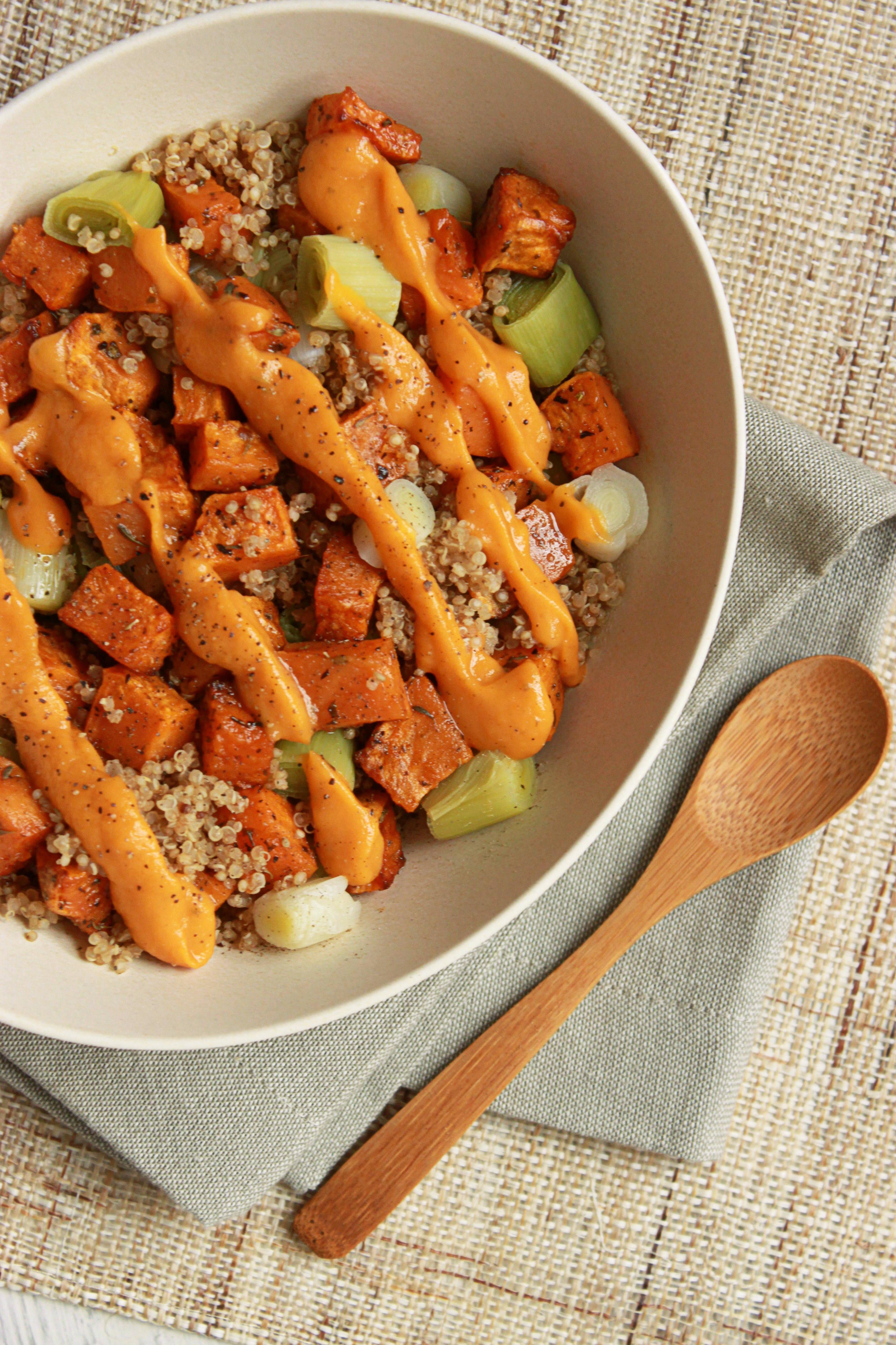 Veggie bowl quinoa patate douce r tie et poireau 1 2 3 - Comment cuisiner la patate douce a la poele ...