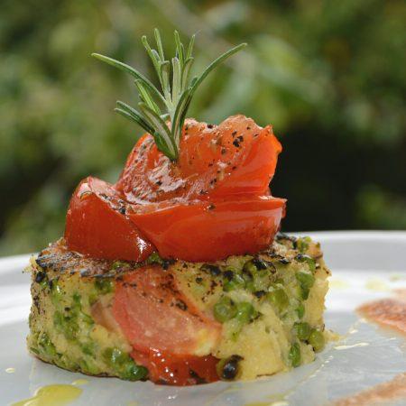 Palets de polenta aux petits pois & Tomates rôties