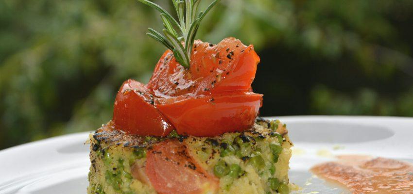 """Palets de polenta aux petits pois <span class=""""amp"""">&</span> Tomates rôties"""