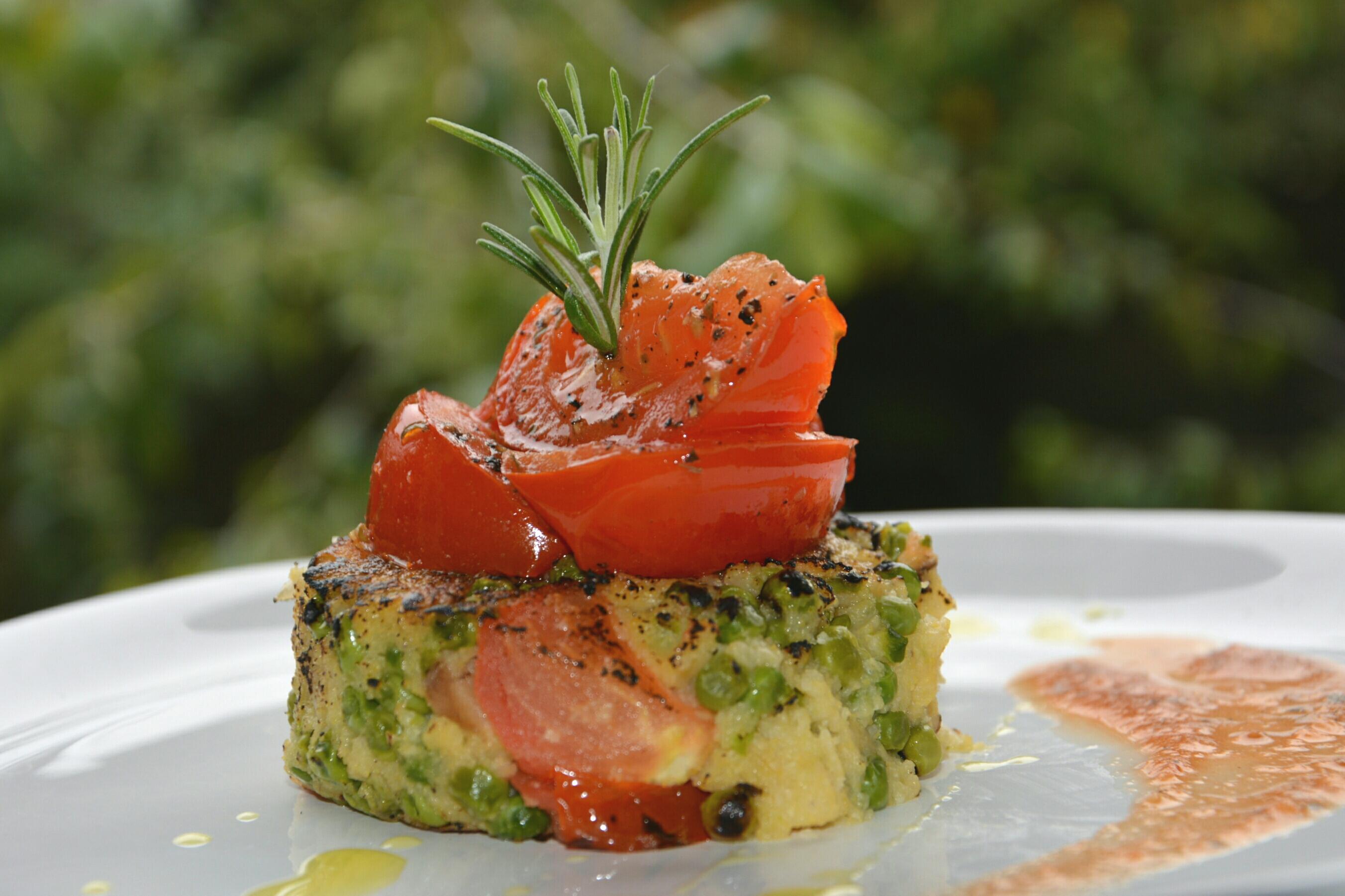 Palets de polenta aux petits pois tomates r ties 1 2 3 - Comment cuisiner des petit pois en boite ...