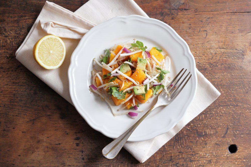 Salade pic e de mangue aux pousses de haricots mungo et - Comment cuisiner les pousses de soja ...
