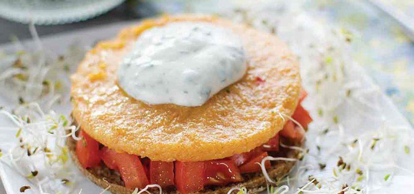 Toasts de polenta à la tomate