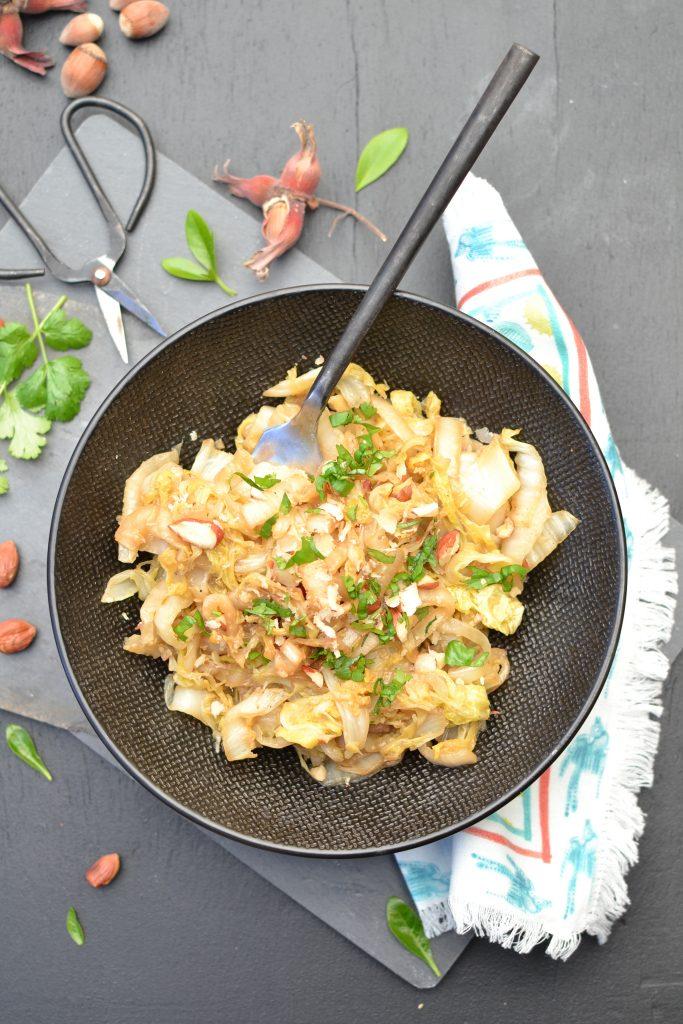 Wok de chou chinois saut aux noisettes et s same 1 2 3 veggie - Comment cuisiner le chou chinois ...