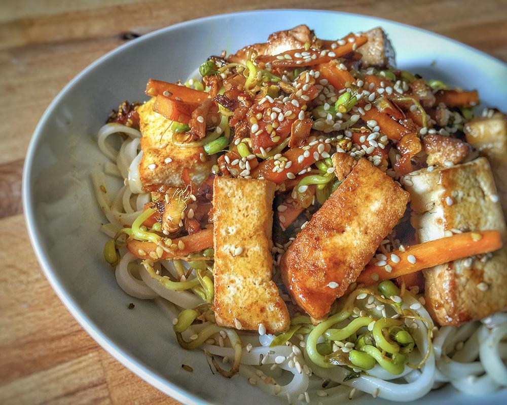 Tagliatelles de riz saut es aux l gumes et tofu 1 2 3 - Comment cuisiner les germes de soja frais ...