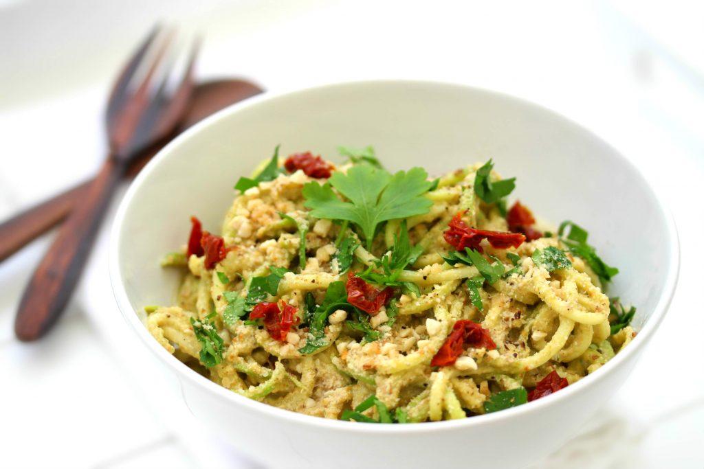 spaghettis de courgette crue et sa sauce cheesy la courge 1 2 3 veggie. Black Bedroom Furniture Sets. Home Design Ideas