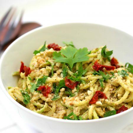 Spaghettis de courgette crue et sa sauce cheesy à la courge
