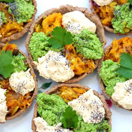 Tartelette colorée courge, pesto vert et crème cajou