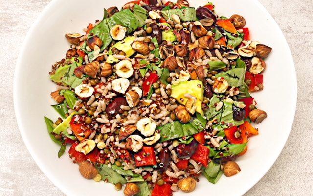 Salade riz haricots rouges noisettes sauce sésame