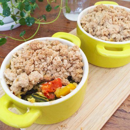 Crumble-salé-aux-courgettes,-poivrons-au-curry