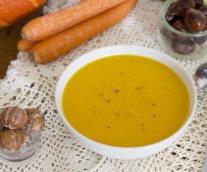 Soupe crémeuse aux carottes et lait de coco