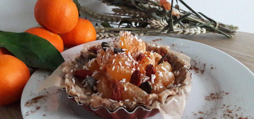 """Tartelette à la clémentine, compote de pomme crue <span class=""""amp"""">&</span> baies de Goji"""