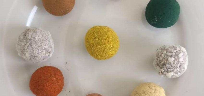 Energy balls cacao, curcuma et matcha