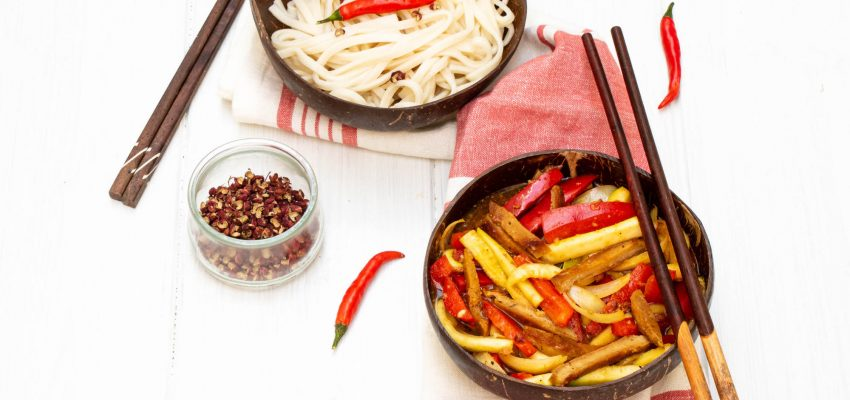 Nouilles Udon et sauce au poivre Szechuan