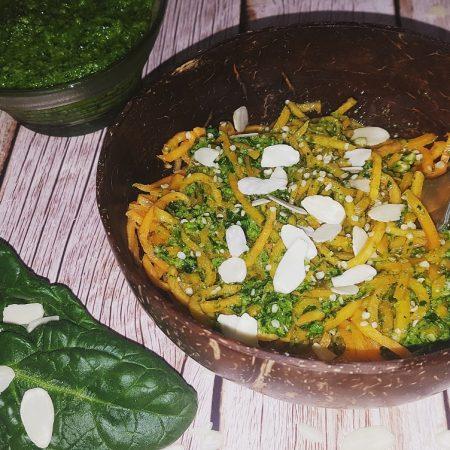 """Spaghettis de patate douce et pesto d'épinards <span class=""""amp"""">&</span> de chanvre"""