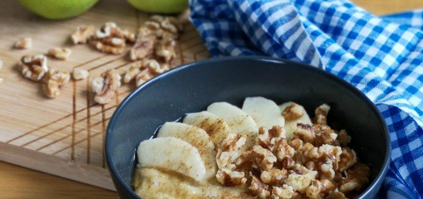Porridge de polenta aux pommes